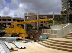 How to ensure your hydraulic boom lift safety